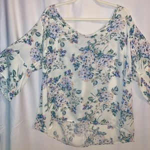 Beautiful MUST HAVE blouse!